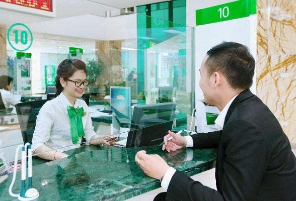 Thanh toán tại quầy ngân hàng