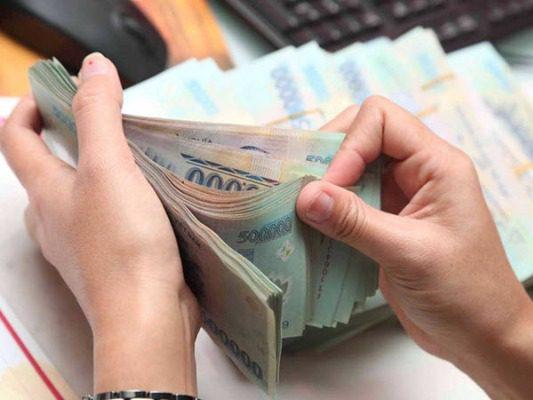 Vay tiền nóng góp tháng là gì?