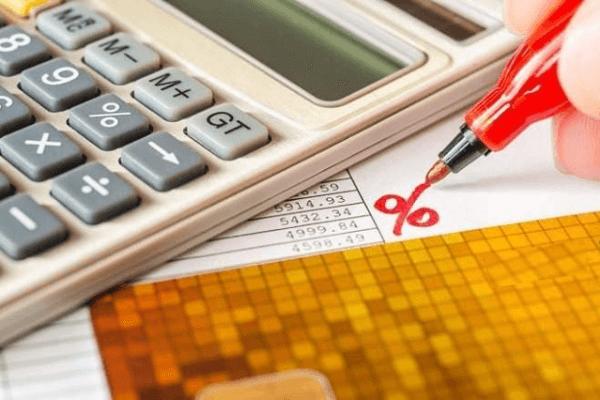Chịu phí phạt trả chậm với lãi suất cao khi không thanh toán đúng hạn